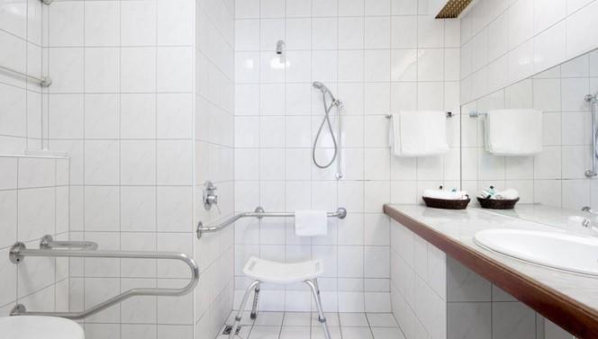 Behindertengerechtes Badezimmer.Standard Behindertengerechtes Zimmer