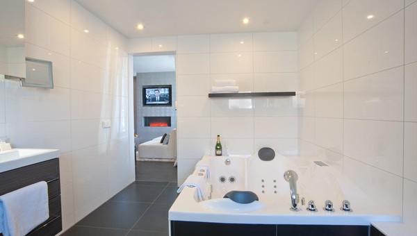 Suite 011; Suite 011 Bath ...